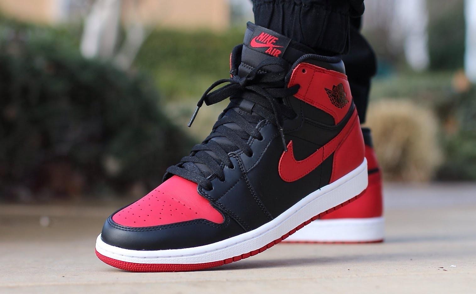 3036dd7a2be70c Nike Jordan 1 là viên gạch đầu tiên làm nền cuộc cách mạng giày bóng rổ. Sự  khác biệt phá cách hay gọi là nổi loạn của màu sắc cùng sự thành ...